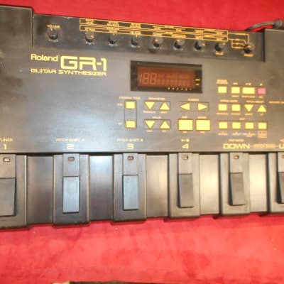 Roland  GR-1 Guitar Synthesizer with AC adapter