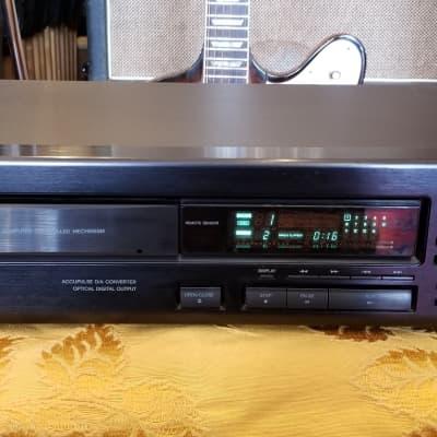 Onkyo DX-703 Compact Disc Player  Black