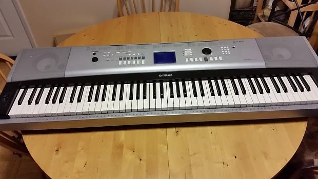 Yamaha DGX-520 88-Key Portable Grand Piano Black and Silver