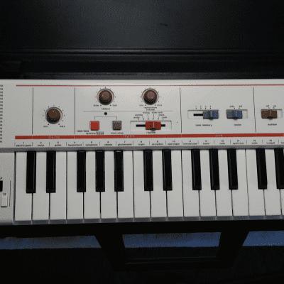 Casio MT-40 37-Key Synthesizer 1981-1982