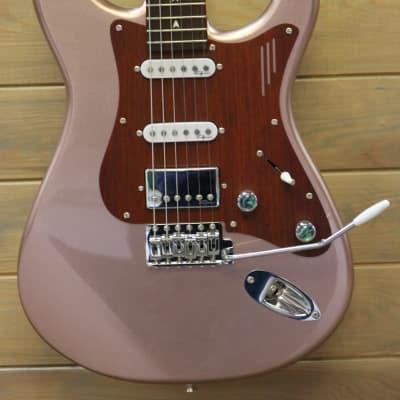 Magneto US-4300 Stratocaster Sonnet Series Deluxe 2021 Apple Gold for sale