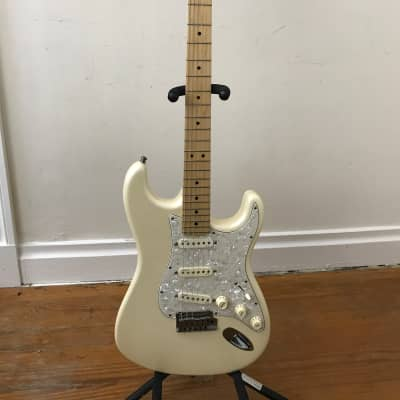 2010 Fender American  Deluxe Stratocaster Maple Olympic Pearl Compound Radius for sale