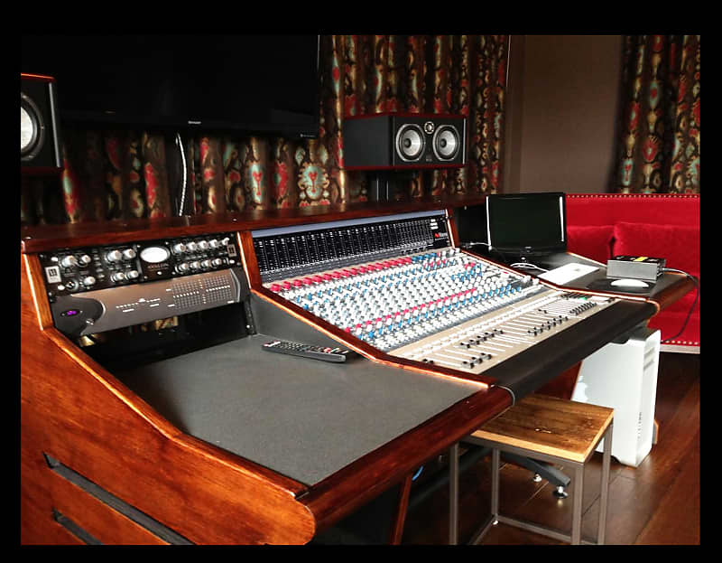 Incredible Scs Custom Neve Genesys G32 Studio Desk With Two Iso Box Racks Brand New Download Free Architecture Designs Scobabritishbridgeorg