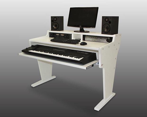Ordinaire Bazel Studio Desk Spike 61 Workstation Desk White