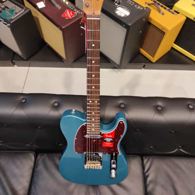 Fender American Professional Telecaster with Ebony Fretboard 2019 Lake Placid Blue