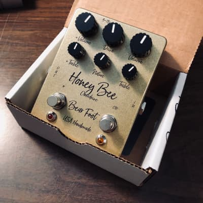 Bearfoot FX Honey Bee Plus Gold Sparkle Overdrive