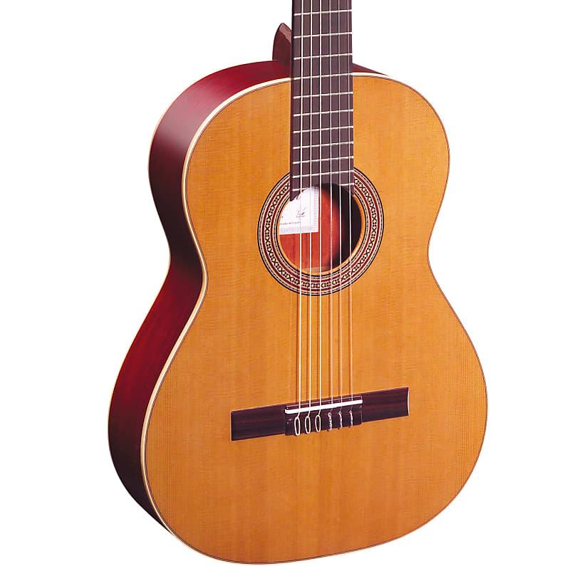 Ortega Traditional Series Cedar Top Nylon String Acoustic Guitar R200