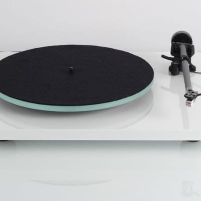 Rega Planar 2 Turntable -White