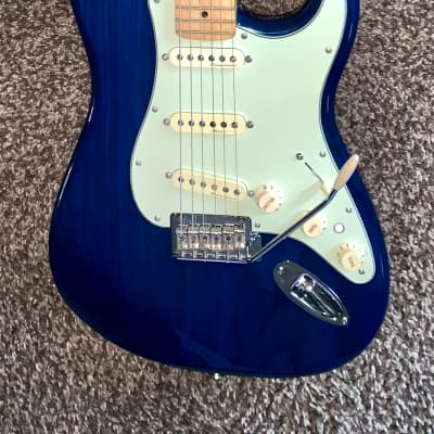 Fender Deluxe Players Stratocaster electric guitar maple neck locking tuners 2016  Trans blue for sale