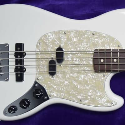 Fender USA AM Performer Mustang Short Scale, Arctic White / Rosewood *Minor Cosmetic Flaws=Save $