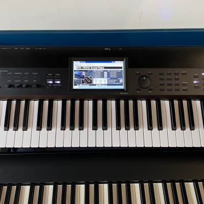 Korg Krome 61 Workstation Keyboard with deluxe padded gig bag, power supply, user manual and DVD