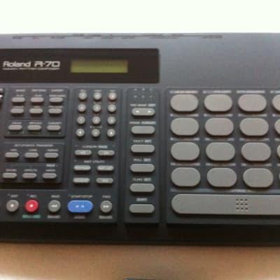 Roland R-70 Drum Machine / brand new replaced battery
