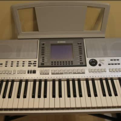 Yamaha  PSR S700 keyboard Workstation