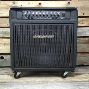 """Traynor DynaBass 400 400-Watt 1x15"""" Bass Combo"""