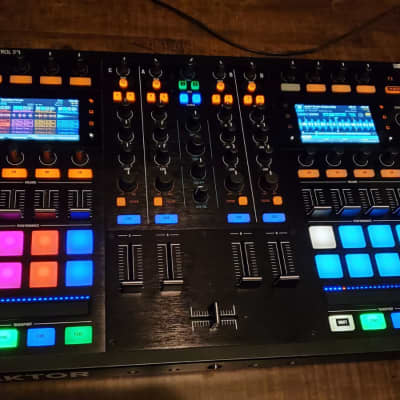 Traktor Kontrol S8 with free Magma laptop stand - Mint