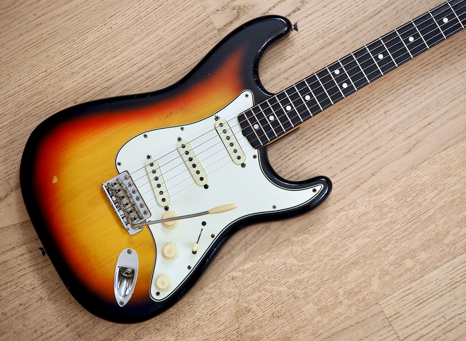 1965 Fender Stratocaster Vintage Electric Guitar Sunburst w/ohc