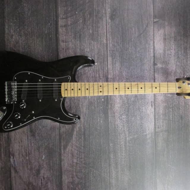 Fender Standard Strat with David Gilmour EMGs image
