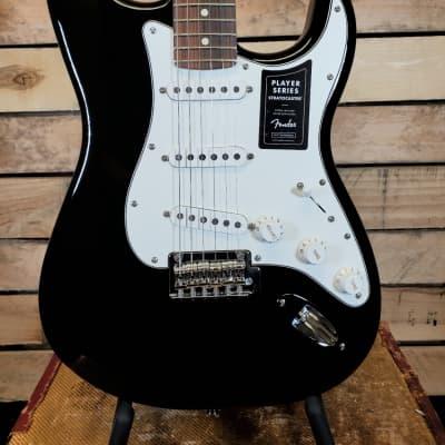 Fender Player Stratocaster with Pau Ferro Fretboard 2020 Alder body in Gloss Black