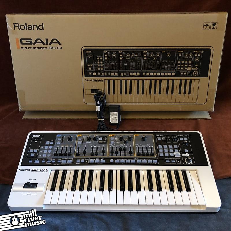 Roland SH-01 GAIA 37-Key Digital Synthesizer w/ Box & Power Supply