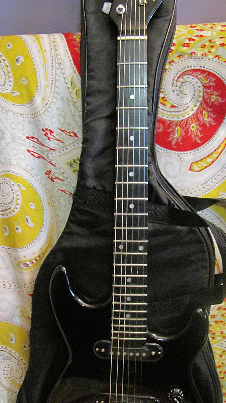 synsonics terminator 7020tbak electric guitar with built in reverb. Black Bedroom Furniture Sets. Home Design Ideas