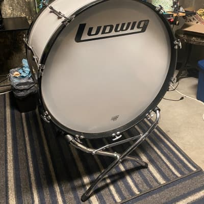 Ludwig 1980-90 White Bass Drum 28x16