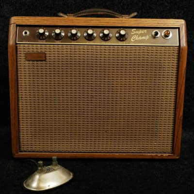 "Fender	Super Champ Deluxe 18-Watt 1x10"" Guitar Combo	1982 - 1985"