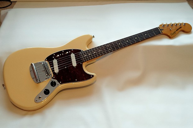 squier vintage modified mustang electric guitar in creme reverb. Black Bedroom Furniture Sets. Home Design Ideas