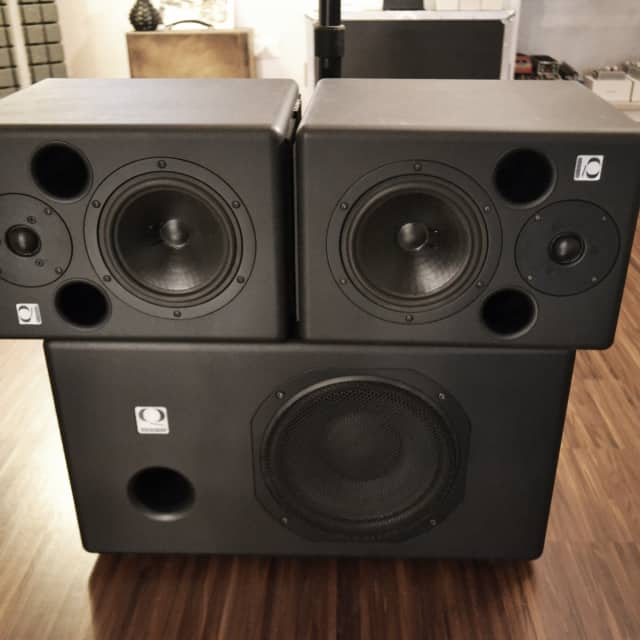 Quested S7 (pair) & SB10R Sub-woofer w/ SBC250 Stereo Powered Controller image
