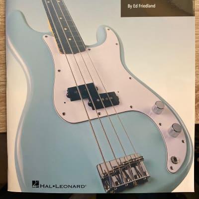 Hal Leonard Building Walking Bass Lines + CD