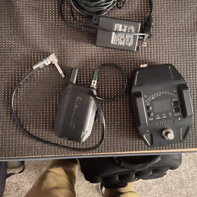 Shure GLXD16 Guitar Pedal Wireless System