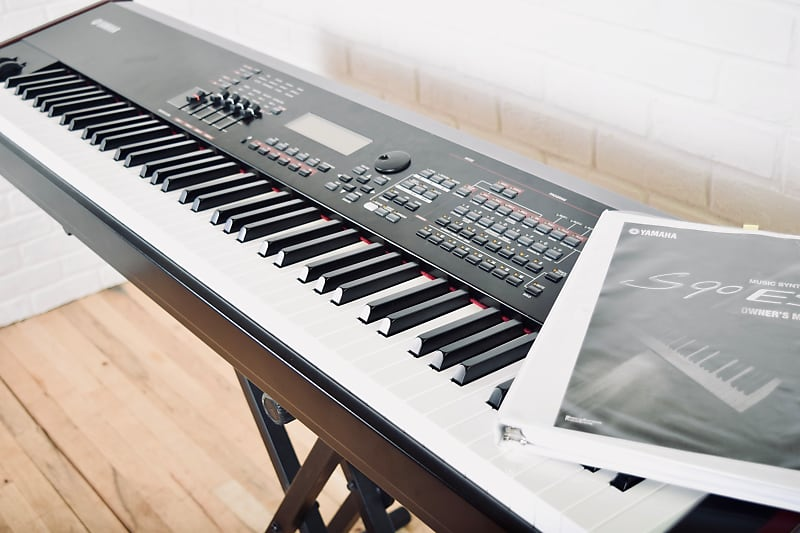 Yamaha S90ES 88 key piano keyboard synthesizer in excellent condition w/  manual