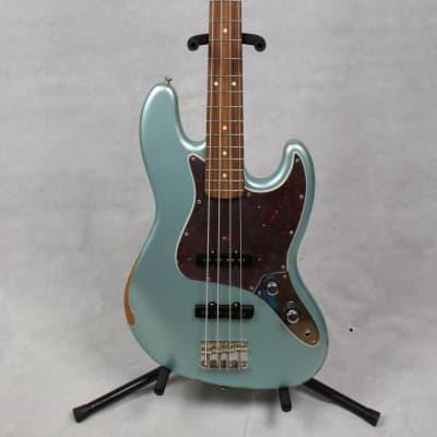 Fender 60th Anniversary Road Worn Jazz Bass Pau Ferro Fingerboard Firemist Silver