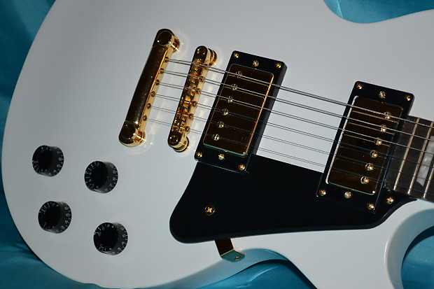 Epiphone studio deluxe les paul electric guitar vintage tuners.
