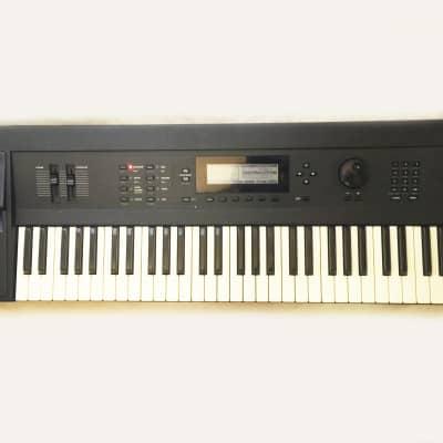 KURZWEIL K2000 V3 Synthesizer, Sampler 61-Key Keyboard. Works and Sounds Great !
