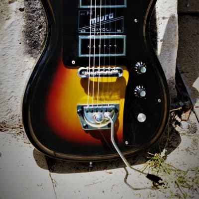 Davoli Miura P4 1972 Sunburst. Handbuilt in Italy. After Wandre Davolie splt. VERY RARE.  Great tone for sale