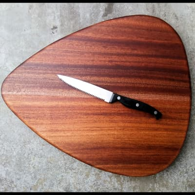 Cutting Board (Mahogany Flat Pick)