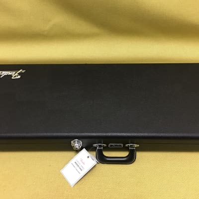 099-6126-306 Fender Classic Series Wood Case Mustang/Duo Sonic Black