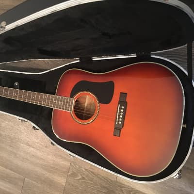 Washburn D10S acoustic guitar 2000s Tobacco sunburst in mint condition with hard case for sale