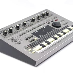 Roland MC-303 Groovebox 1990 - 1998