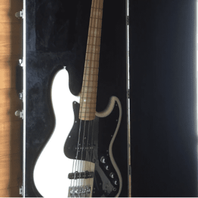 (Video) Fender Marcus Miller bass (Aguilar OBP-3 Preamp) for sale