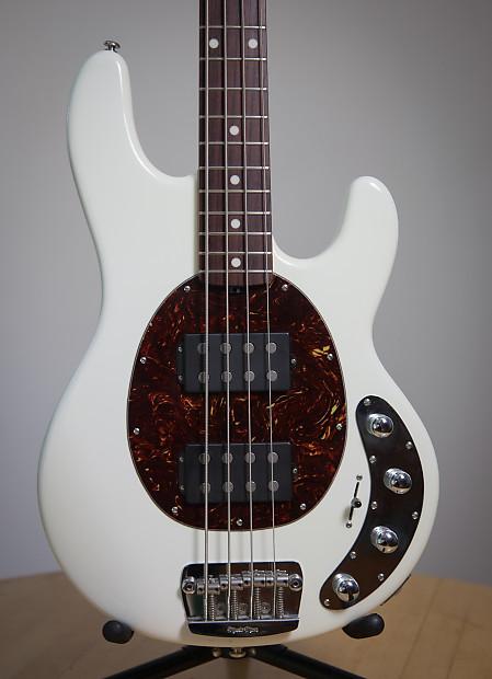 musicman stingray 4 hh 2011 white ricardo 39 s bass reverb. Black Bedroom Furniture Sets. Home Design Ideas