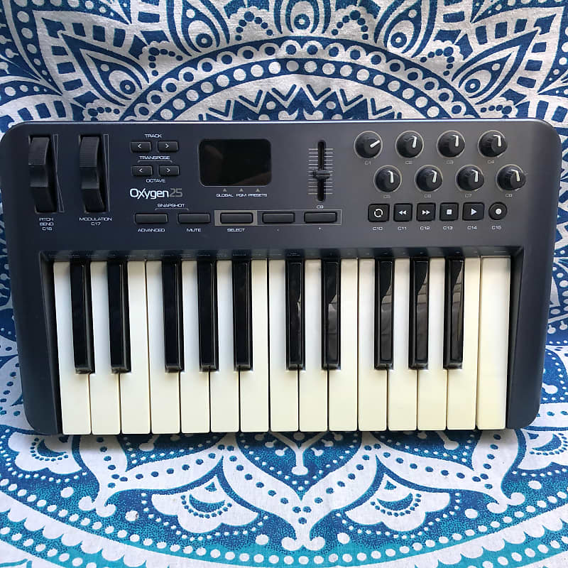 m audio oxygen 25 mk3 usb midi keyboard controller with cable reverb. Black Bedroom Furniture Sets. Home Design Ideas