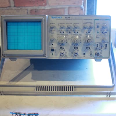 """Watch video """"Comes with NEW wands"""" Tektronix 2225 50MHz Oscilloscope 2 Channel Dual Trace Analog"""