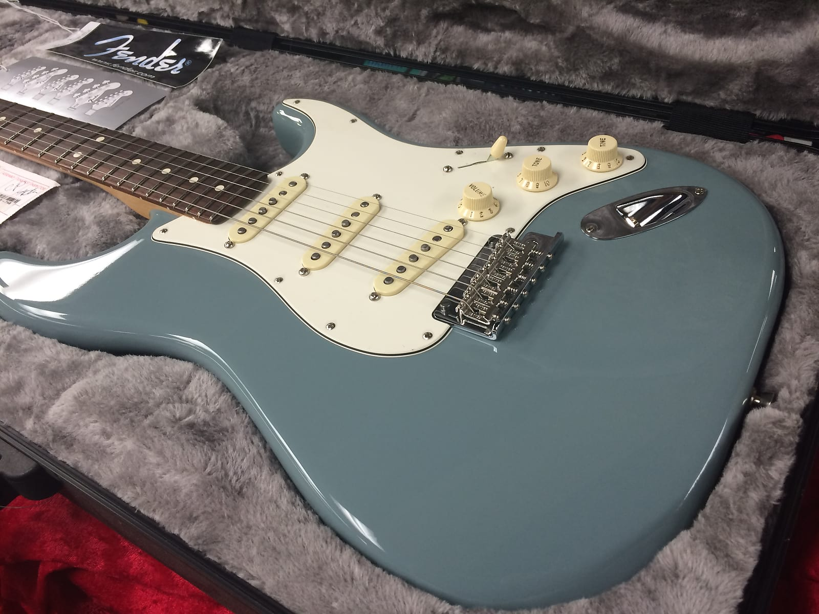 Fender American Professional Stratocaster Rosewood Fingerboard 2017 Sonic  Gray