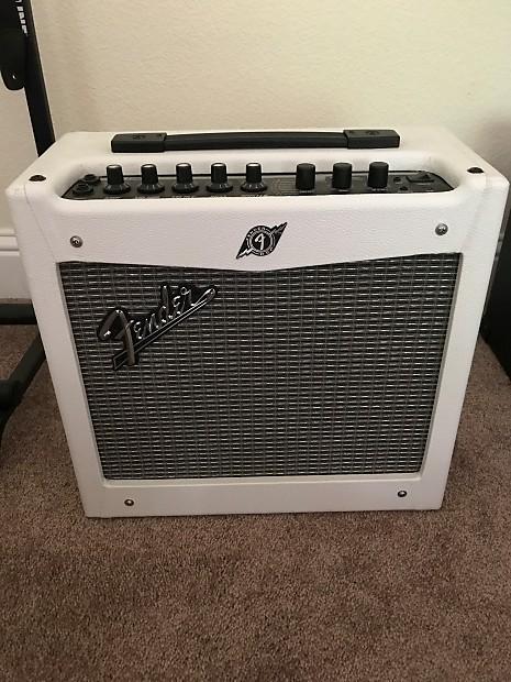 Fender Mustang 1 V2 >> Fender Mustang I Amp White Boutique Reverb