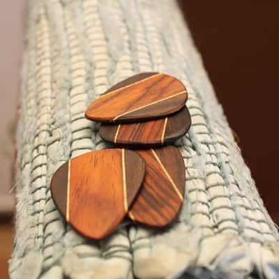 Set of 4 wood guitar picks Rosewood/Maple/Granadillo wooden guitar picks for guitar and  ukulele