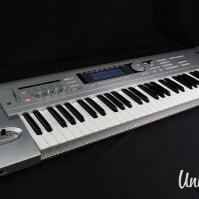 Korg Triton Le 61key Music Workstation Synthesizer in very good condition