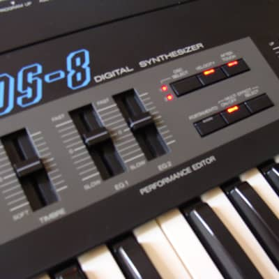 Korg Ds-8 FM Synthesizer 61 keys