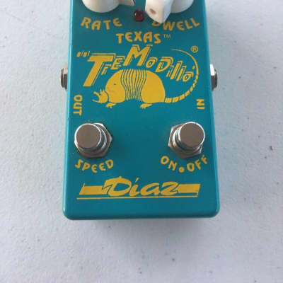Cesar Diaz Texas Tremodillo Tremolo Blue Yellow Rare Guitar Effect Pedal for sale