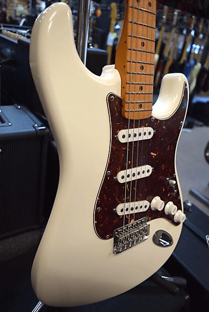 Fender       Deluxe       Roadhouse    Stratocaster  New Old Stock   Reverb